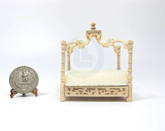 Miniature 1:12 Scale Pet Bed for Doll House [Unfinished]
