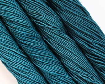 SQUALL | hand dyed yarn | blue | merino/superfine/MCN