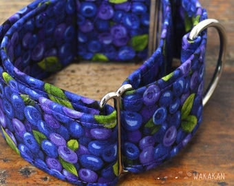Martingale dog collar model Blueberries. Adjustable and handmade with 100% cotton fabric. fruit with leaves. Wakakan