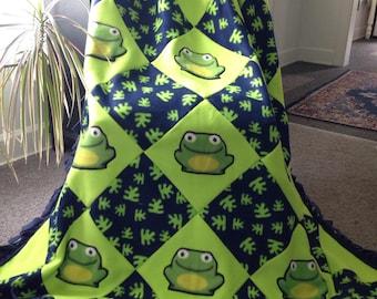 SMILEY FROGS Fleece Blanket