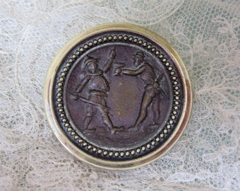Large Antique Brass Picture Button - Punchinello & Harlequin Clowns - Gros bouton ancien
