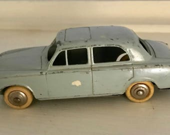 DINKY TOYS - Peugeot #403
