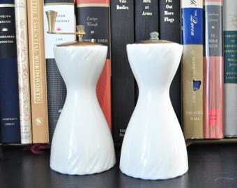 Lenox Sculpture Salt and Pepper Mill in Off-White, Brass tops, Pepper Grinder