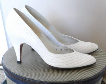 40% OFF 1960's White Leather Amano 3 inch heels.  Chevron stitching.  Excellent vintage condition. Size 7 N