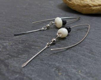Boucles d'oreille noir blanc, nacre lave  et acier chirurgical (GC14)