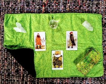 Green Spirals Tarot Cloth - Altar Cloth - Tarot Supplies - Witch Supplies