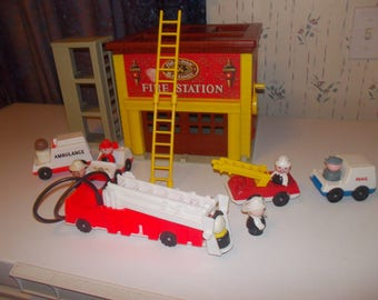 vintage   fisher price little people fire station