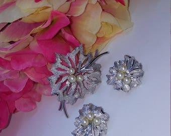 Vintage 1950s designer Crown Trfari silver fuax pearl brooch clip on earrings demi parure set