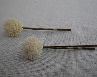Barrettes004 - Set of 2 strips off white flower
