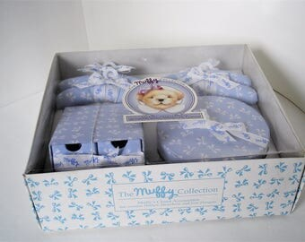 Muffy VanderBear First Armoire Accessories Blue Hat Box Padded Hangers Shoe Chest 1991