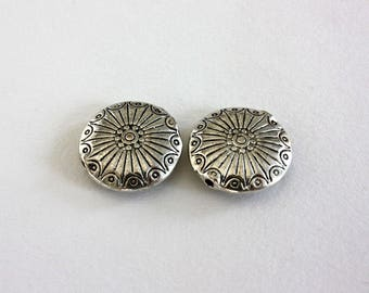 2 flat round beads silver aged 18 mm