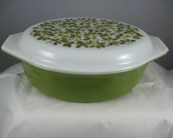 Vintage Pyrex Verde Green  # 045 2 1/2 QT Casserole Dish with Olive Leaves Opal Lid