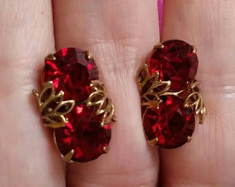Vintage Red Earrings faux Ruby rhinestone crystals  faceted screw back earrings stud earrings Valentine's Day ruby earrings gold tone small