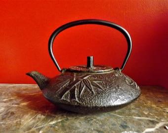 "Old Japanese teapot ""Tetsubin"" cast iron, brand Oiben 1930/40, capacity 0.6 liter"