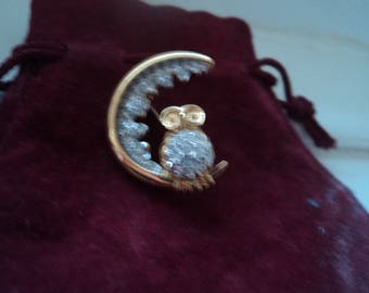 Vintage signed A & S Attwood -Sawyer rhinestone owl bird cresent brooch pin, gold plated