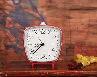 Vintage alarm clock - Victoria clock - 4 rubine clock - Old desk clock - Mechanical alarm clock - Red desk clock - Wind up clock - 96129-77