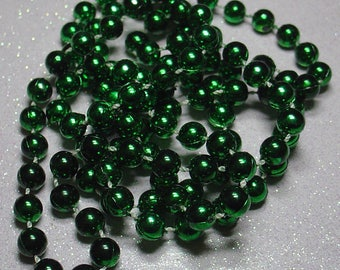 ROUND 6MM EMERALD GREEN PLASTIC BEADS NECKLACE