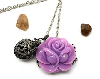 A scent! Necklace perfume print purple flower