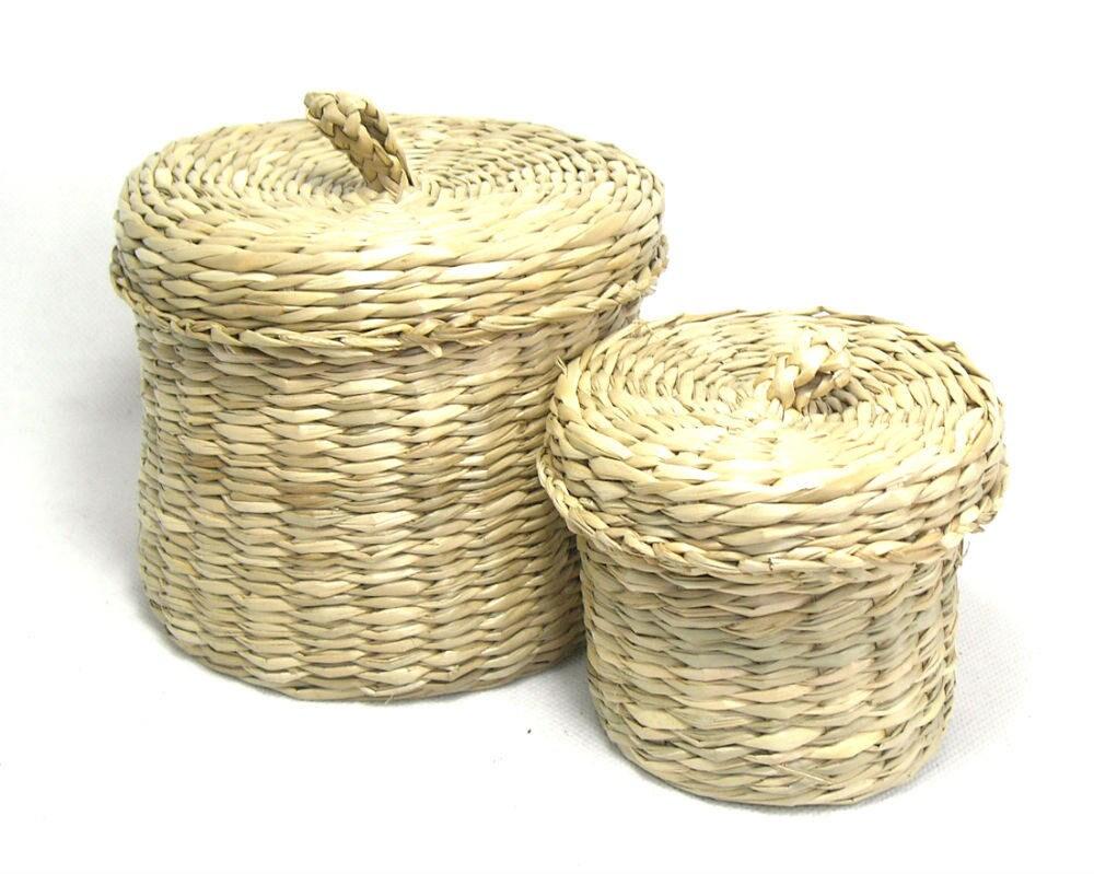 pair of vintage round wicker baskets with lids lidded. Black Bedroom Furniture Sets. Home Design Ideas