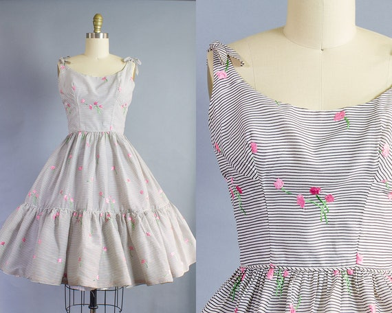 1950s Floral Embroidered Striped Cotton Sundress/ Extra Small (34B/24W)