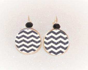 Earrings cabochon silver grey/white Chevron pattern