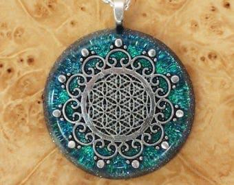 Orgone Energy Flower of Life Meditation Unisex Necklace Green/Blue Chakra Energy-harmonizing crystals Moldavite Sacred Geometry 36mm Pendant