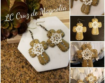 LC Cruz de Magnolia Country chic. Hand made one of a kind. Simply chic.
