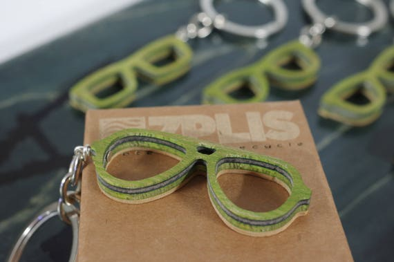 Recycled 7PLIS keyring from used skateboard - Green, Black and Wood