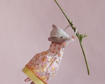 Mobile rose en papier mâché, petite souris, mobile poétique, cadeau naissance fille, cadeau pour elle, déco nursery, décoration chambre bébé