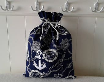 Go on a yacht with my Navy and white pouch