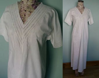 Cream cotton 1930s art deco style nightress long with short sleeves pinch pleats and embroidery detail vintage nightwear small size Handuc
