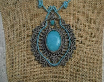Macramè pendant with amazzonite.