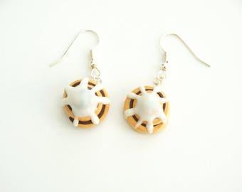 Cinnamon Roll Earrings, cinnamon roll food jewelry, food earrings, miniature food jewelry, foodie gift, foodie jewelry, food jewelry