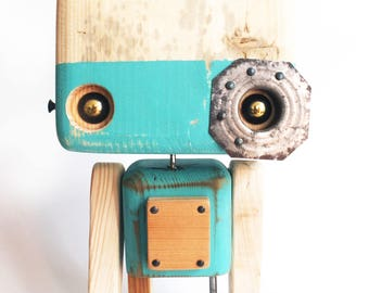 Reclaimed wood - Lynx eye robot