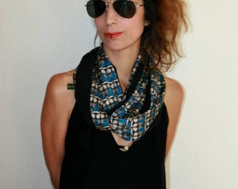 Black and retro printed scarf Snood