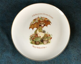 Vintage Holly Hobbie Mothers Day Plate, A Mothers Love Blooms Forever, Commemorative Edition