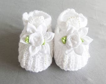 white shoes with straps for a baby 3/4 months - white baby booties - newborn - baby shoes
