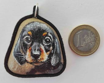 Hand painted natural stone pendant with an animal motif (puppy dog), original and unique, craftsman work. Vegan product.