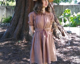 Late 1930s brown linen dress with corset laced belt // xs or small