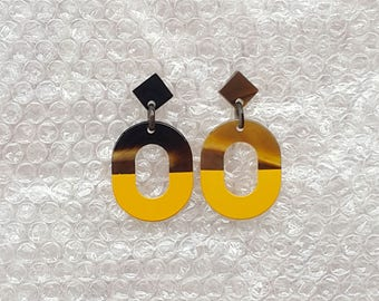 Chic buffalo horn earrings, Lacquering in Yellow color