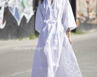 Vyshyvanka white linen embroidered dress, ethnic dress, 100% linen. Free SHIPPING. Bohemian style. Mexican embroidery, Kaftan, Abaya