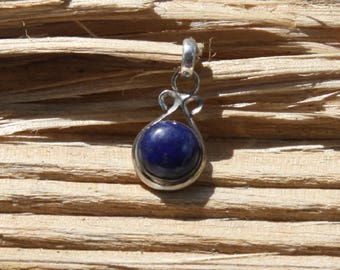 Oval pendant in silver 925 and lapis lazuli, semi precious stone.