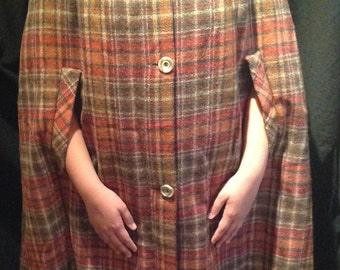 1960's Cape / 100% Pure Wool / Label - Len Lockhar of Scotland.