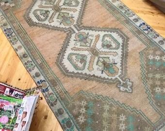 """Vintage rug,Turkish rug,Oushak rug,floor rug,Anatolian rug,home interior rug,ethnic rug,hallway rug,area rug,deco rug, old rug.4""""2x8""""1ft"""