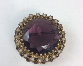 Classic Style Vintage 1940's Brooch ..large Central Amethyst Coloured Faceted Glass Stone..Filigree Goldtone Metal True Vintage 40's Forties