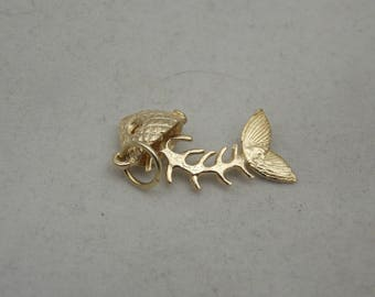 9carat moving fish bone charm
