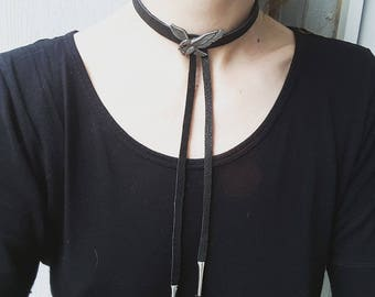 the Choker necklace black leather, fringes and Eagle conchos
