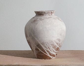 White ceramic jar, handmade pottery Tsubo-style vase for flowers or decoration. With native clay and white glaze