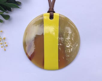 Chic buffalo horn pendant // yellow lacquer horn pendant // stylish horn pendant // bijoux en corne et laque // gift for her [TTC082]