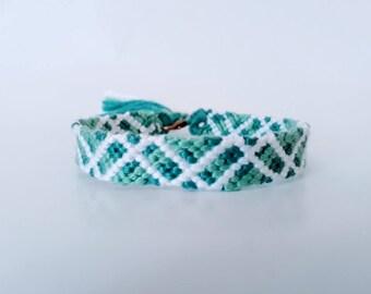 model: green romance (friendship bracelet 9 threads)